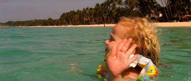 børenen lærer efterhånden at begive sig ud i bølgerne uden behov for de voksne