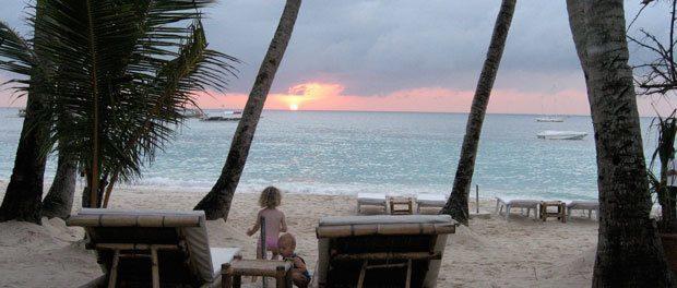 flot solnedgang fra vores terasse på boracay