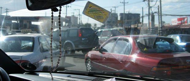 tæt trafik i centrum af manila