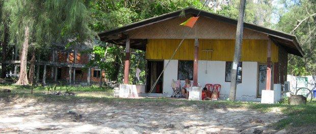 vores hytte i dårlig stand og et underligt sted uden turister