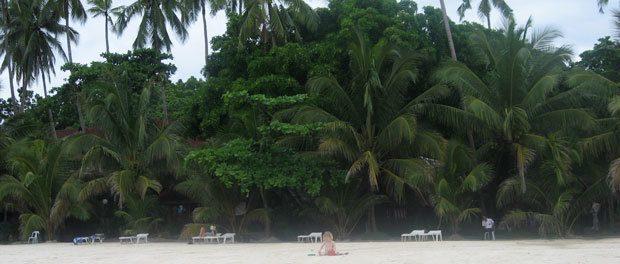 nyder livet på stranden på filippinerne