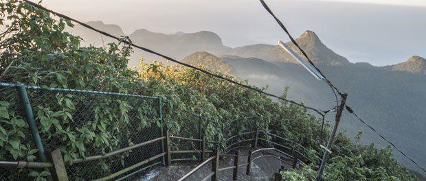 sri lanka seværighed stejl trappe på adams peak