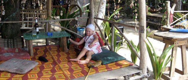 børnene nyder at rejse til sydøstasien her hygge med kold sprite