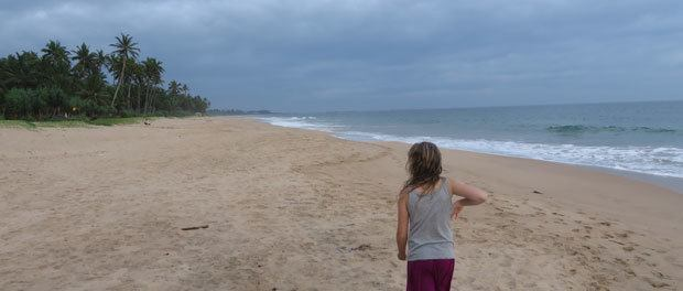 lang øde strand ved ranna212 på sri lanka