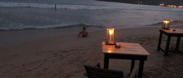 hygge på stranden om aftenen