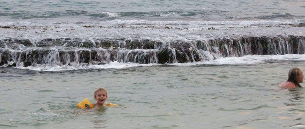 ren ferie mens der bades ved stranden