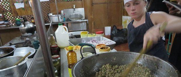 den største i køkkenet og lave sri lankansk mad