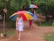 det kan også regne i tropperne, så husk regntøj og eller paraply