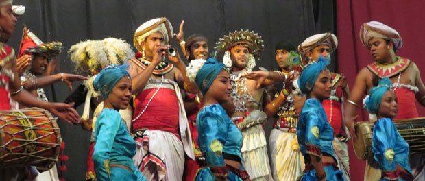 se de fantastiske artister til kandyan dance