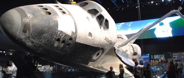 en stor oplevelse i orlando var at besøge kennedy space center