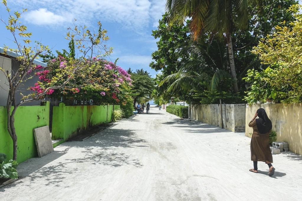 den lokale ø dharavandhoo med autentisk stemning