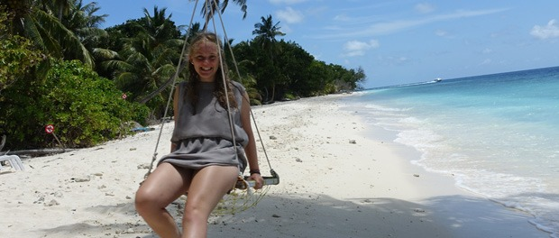 den smukke strand på maldiverne med turkis klart vand