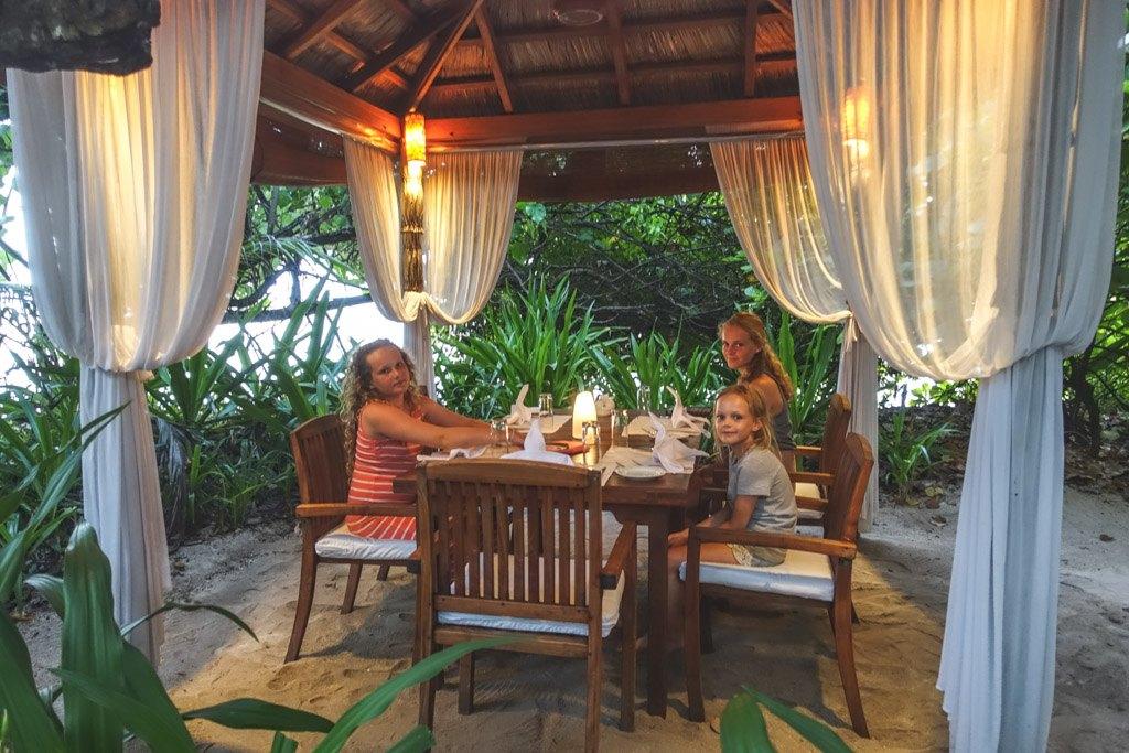 hygge om aftenen på en af de mange all-inclusive steder på resortet