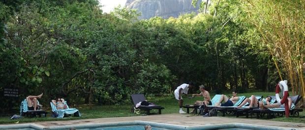 udsigt til klippen fra hotellets pool