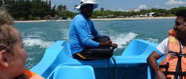 på vej til pigeon island med båd