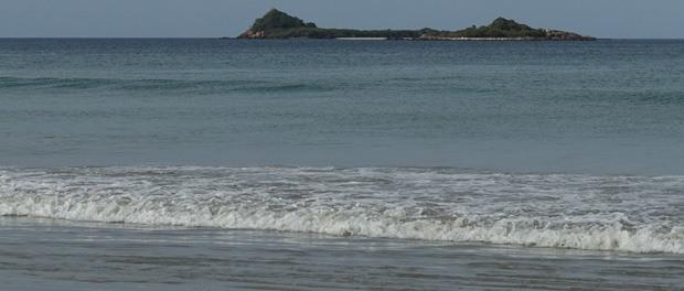 udsigt til pigeon island fra stranden