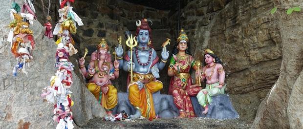 flere flotte statuer ved templet