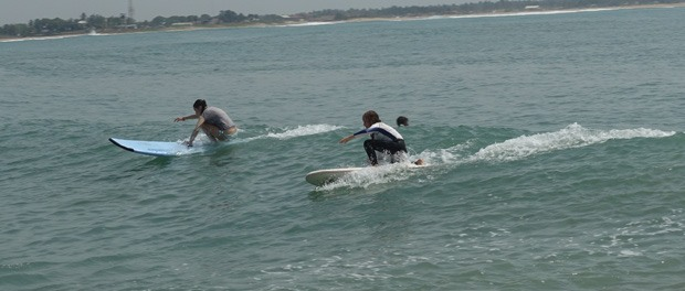 pigerne surfer