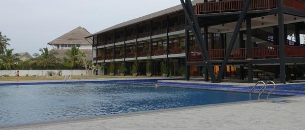 hotellet med poolen ved passikudah