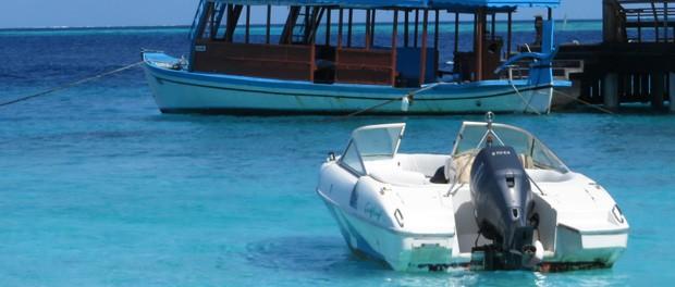 transporten foregår ofte med båd på maldiverne