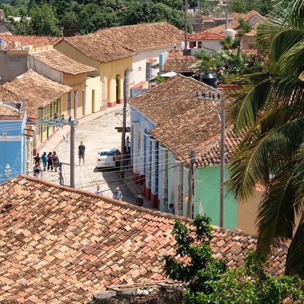 der er ikke meget der slår trinidads brostens belagte gader og farvede huse