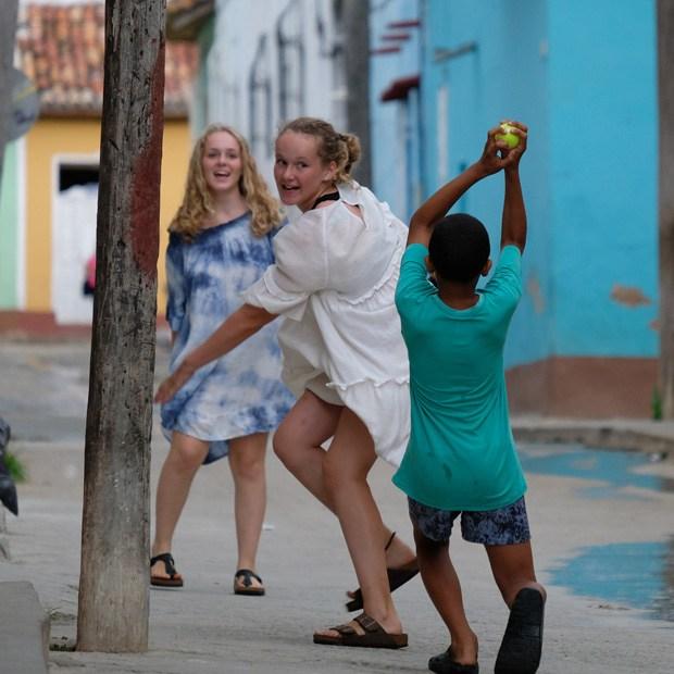 leg på gaden med naboens dreng i trinidad
