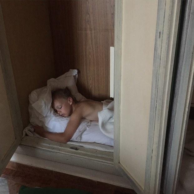 bjørk sover i skabet på melia varadero