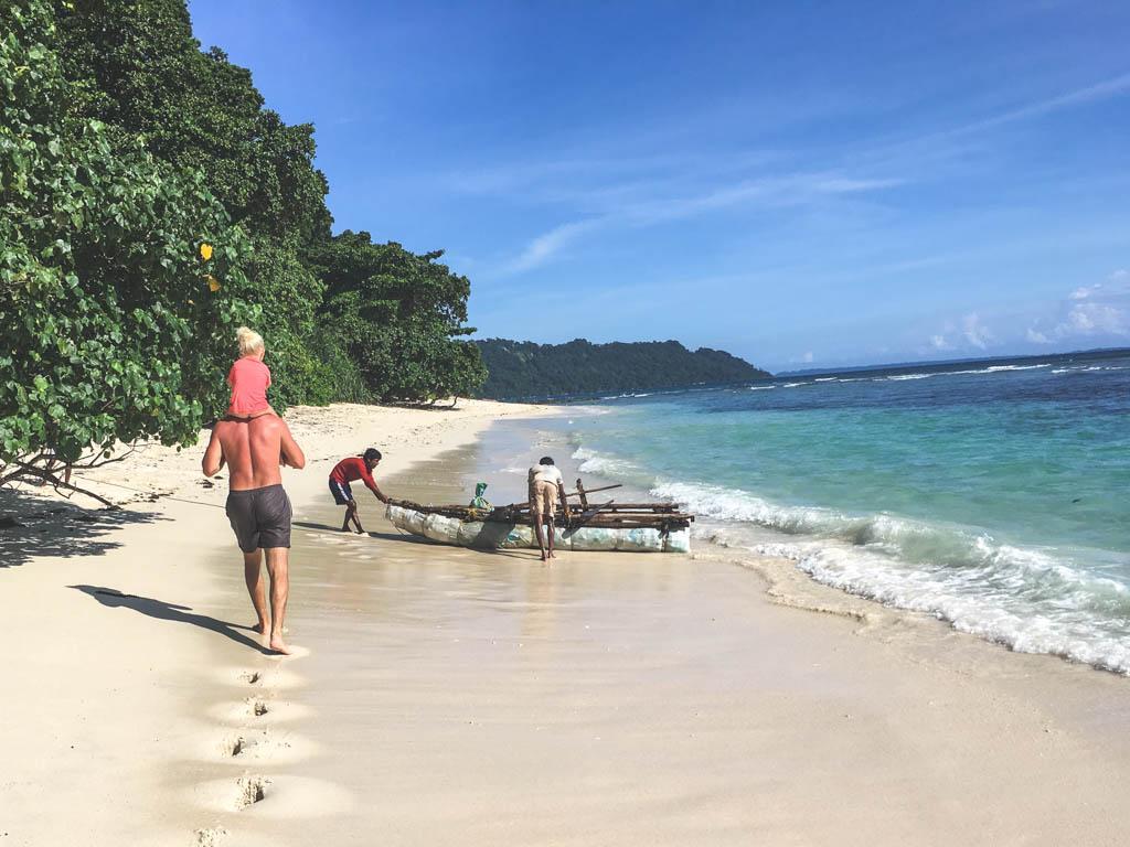 man kan bruge masser af tid på stranden på andamanerne sammen med børnene