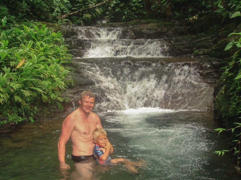 vandfald er der masser af i costa rica