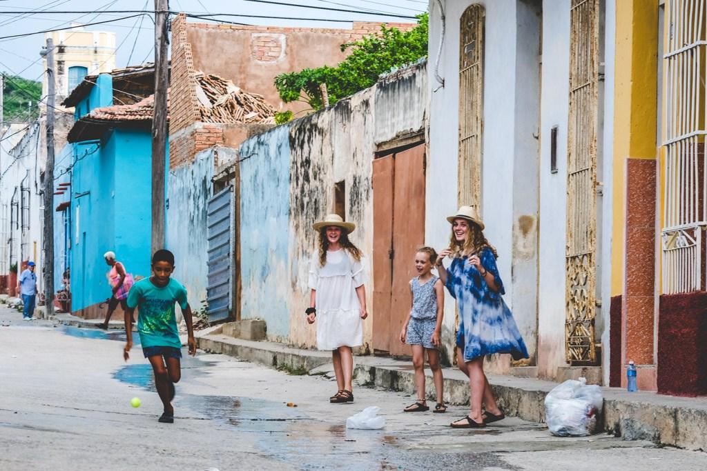 lege i trinidad med de lokale børn