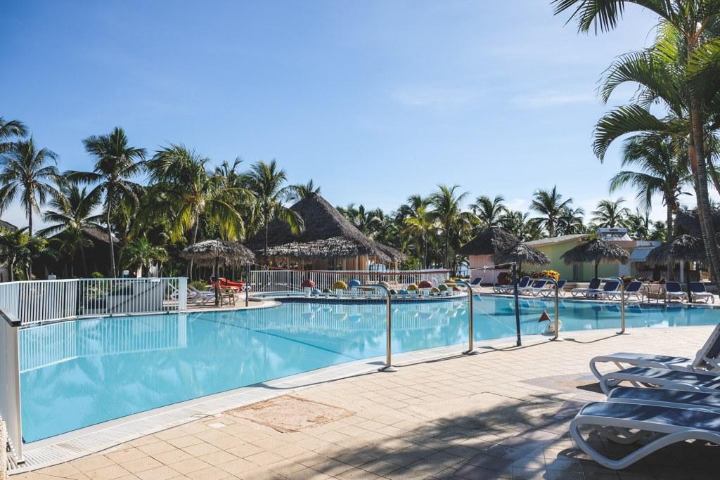 poolen på resortet på cayo coco på cuba