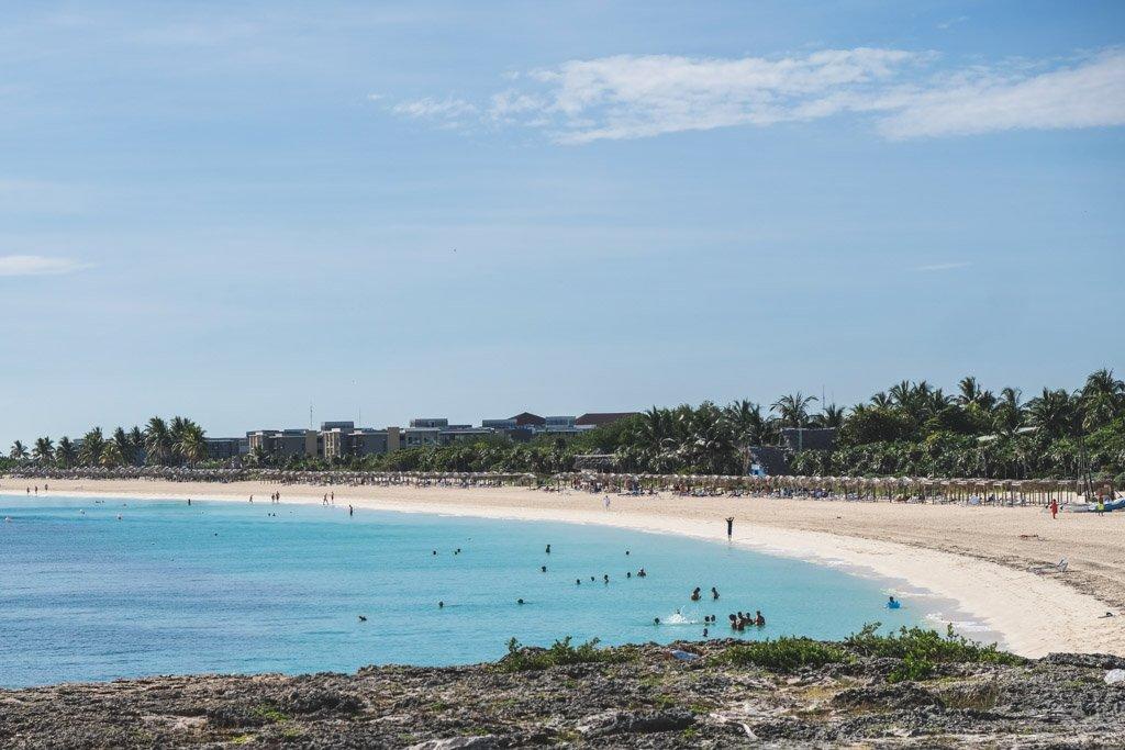 udsigt over vores del af stranden på cayo coco