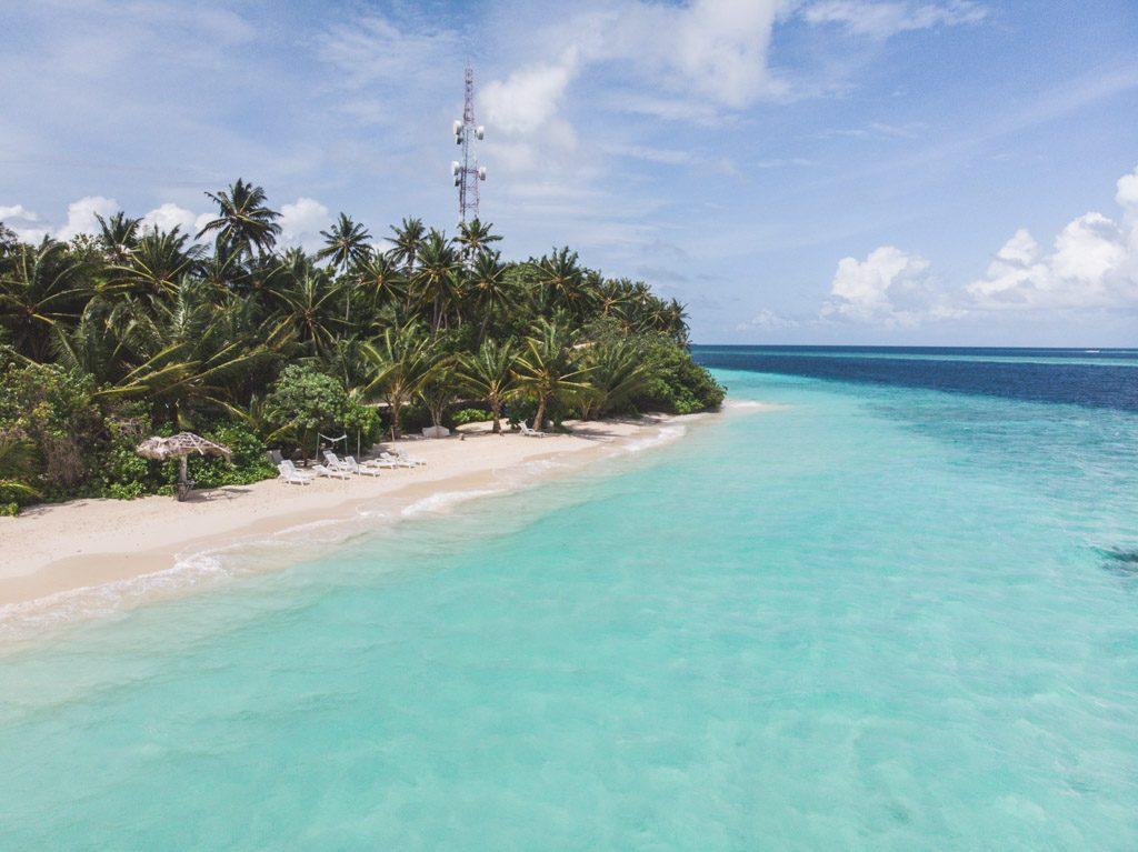 felidhoo bikini beach