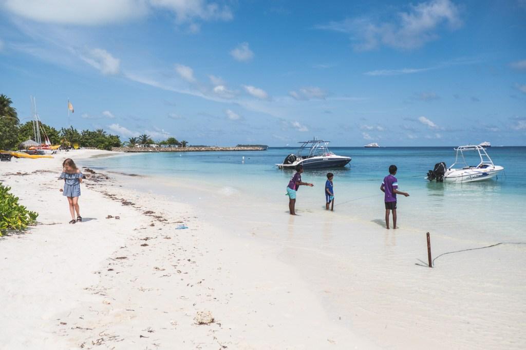 de lokale ved stranden på maafushi