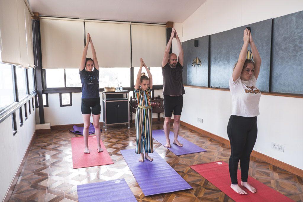 bjork dyrker yoga