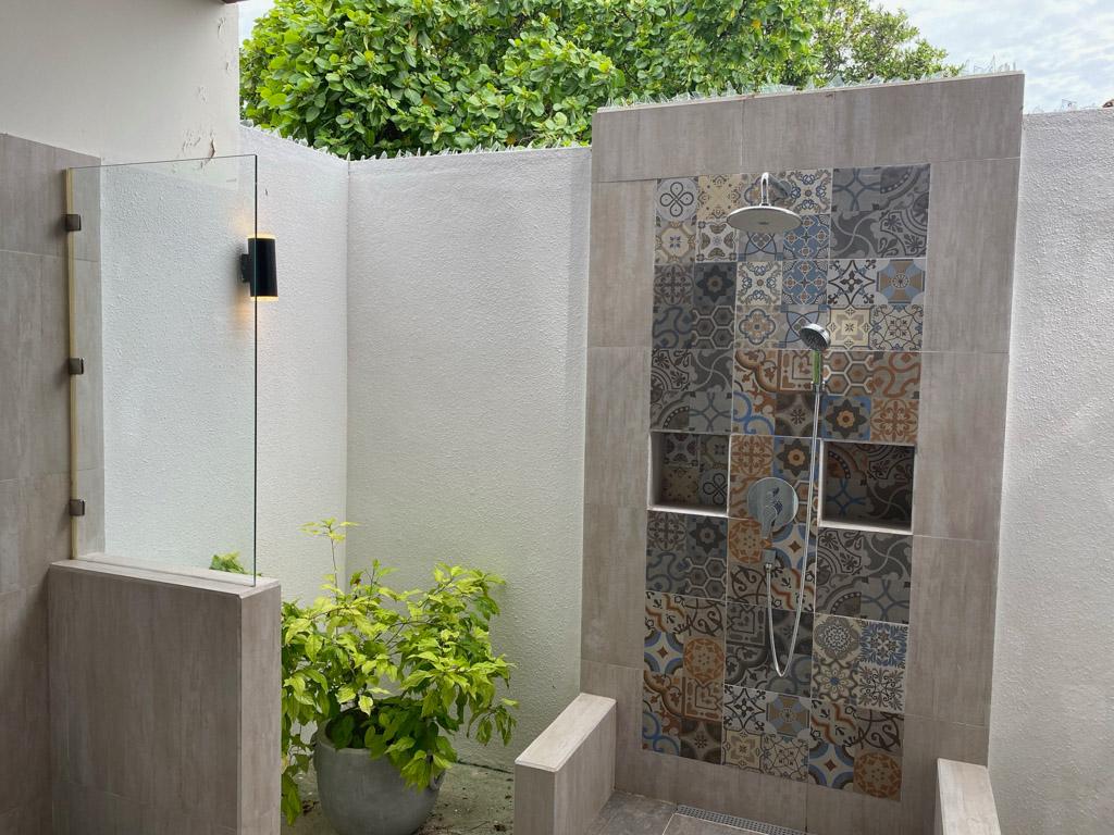 Det åbne badeværelse i vores Garden Villa