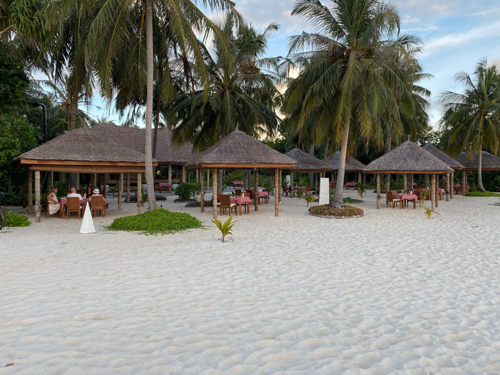 Reethi Grill med beliggenhed direkte på stranden
