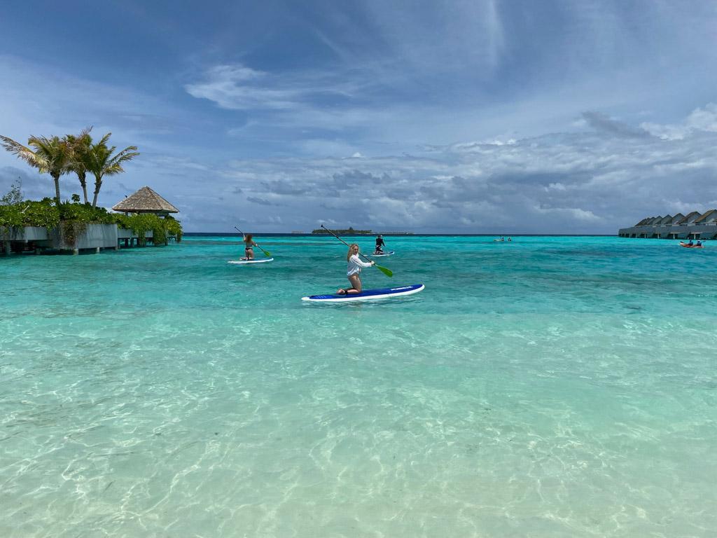 Paddleboard fra stranden på Maafushivaru